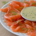 Засоленный лосось с соусом