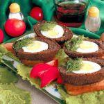 Яйца в рыбном паштете в кляре