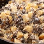 Картофель с опятами в сметане