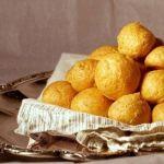 Сырные крокеты с миндалем и горчичным соусом