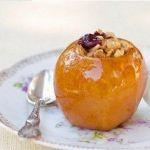 Яблоки, фаршированные сухофруктами