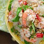 Тайский салат с креветками и помело