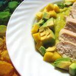 Курица с муссом из авокадо и манго