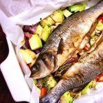 Сибас, запеченный с овощами в конверте