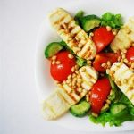 Теплый овощной салат с жареным сыром